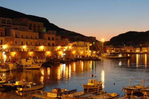 Isola-di-Ponza-in-Catamarano-Que-Vaja-Bien